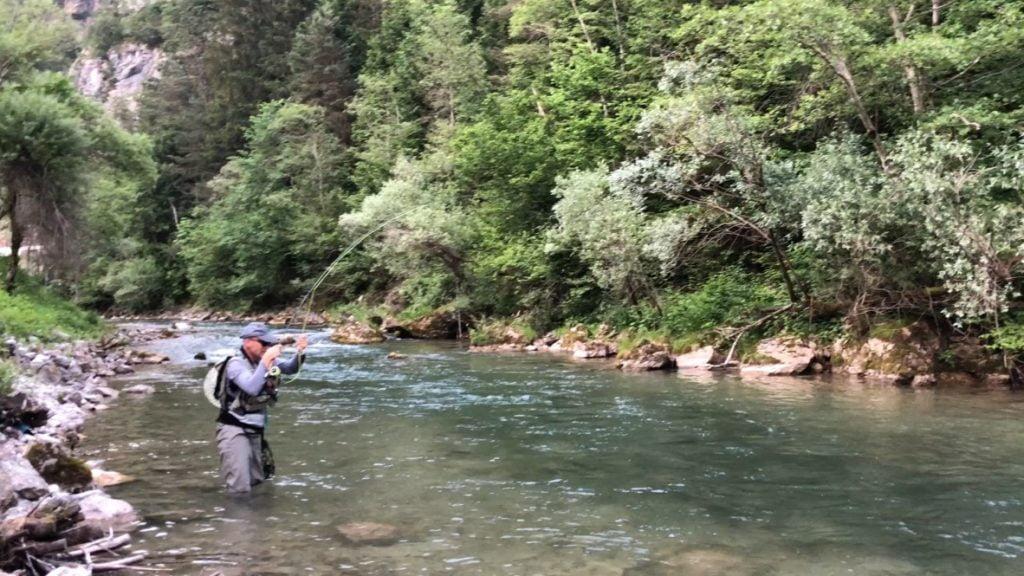 pêche, Pêcheur dans une rivière, pêche à la mouche